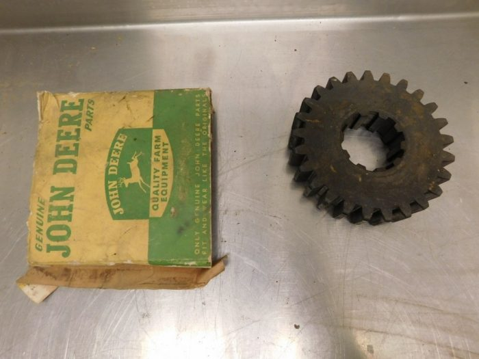 JD STYLED B NOS 2ND SPEED COUNTERSHAFT GEAR 11867