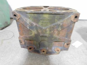 JD EARLY UNSTYLED G TRACTOR CYLINDER BLOCK 11972