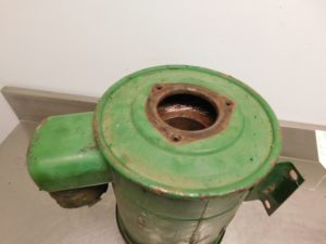 JD 820 830 AIR CLEANER ASSEMBLY 13039
